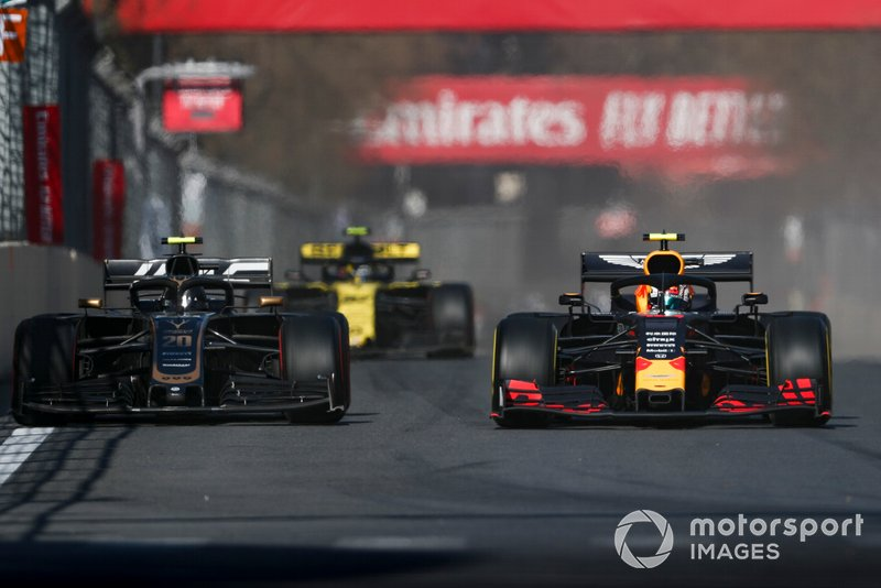 Pierre Gasly, Red Bull Racing RB15, Kevin Magnussen, Haas F1 Team VF-19