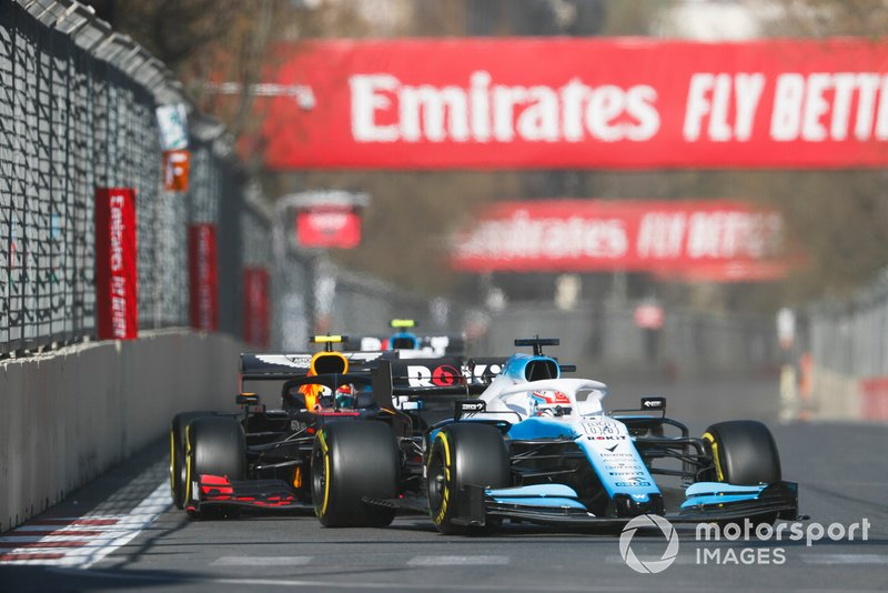 George Russell, Williams Racing FW42, precede Pierre Gasly, Red Bull Racing RB15