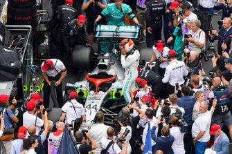 Lewis Hamilton, Mercedes AMG F1 met eerbetoon Niki Lauda