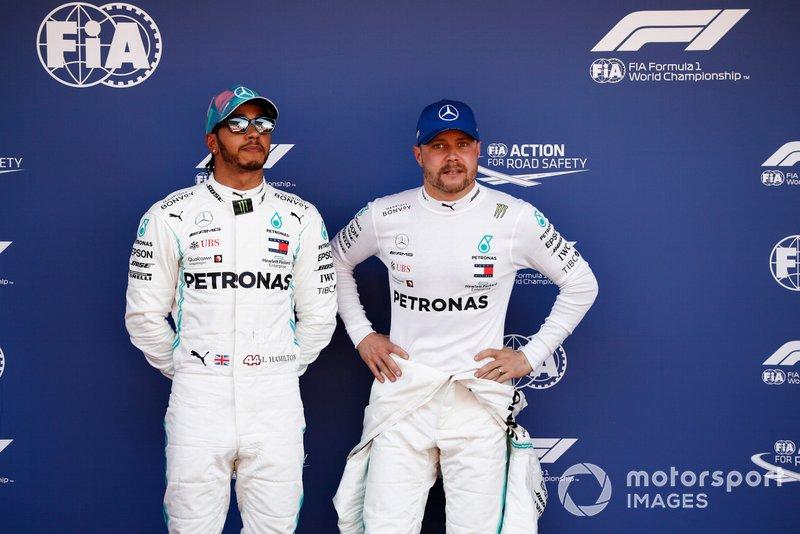 I partenti in prima fila Lewis Hamilton, Mercedes AMG F1, e il poleman Valtteri Bottas, Mercedes AMG F1