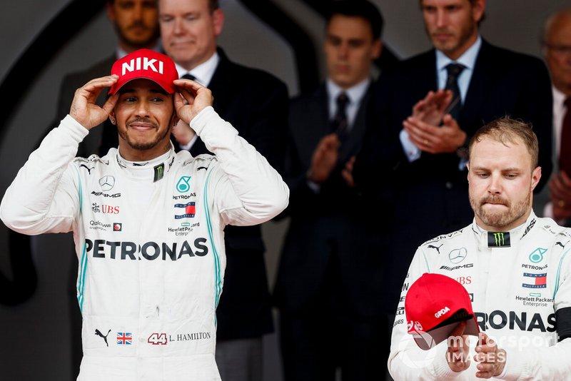 Il vincitore della gara Lewis Hamilton, Mercedes AMG F1 e Valtteri Bottas, Mercedes AMG F1, sul podio