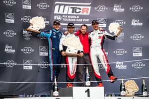 Podium: Race winner Ma Qing Hua, Team Mulsanne Alfa Romeo Giulietta TCR, second place Norbert Michelisz, BRC Hyundai N Squadra Corse Hyundai i30 N TCR, third place Kevin Ceccon, Team Mulsanne Alfa Romeo Giulietta TCR