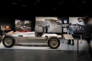 Una mirada al Gran Premio Suizo 1934-54. La fiebre de las carreras en la exposición de Berna