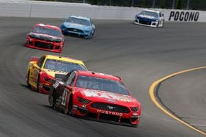 Daniel Suarez, Stewart-Haas Racing, Ford Mustang Haas Automation Joey Logano, Team Penske, Ford Mustang Shell Pennzoil