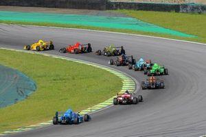 Pelotão de MG15 acelerando no contorno da curva do Sol em Interlagos - imagem Rodrigo Ruiz