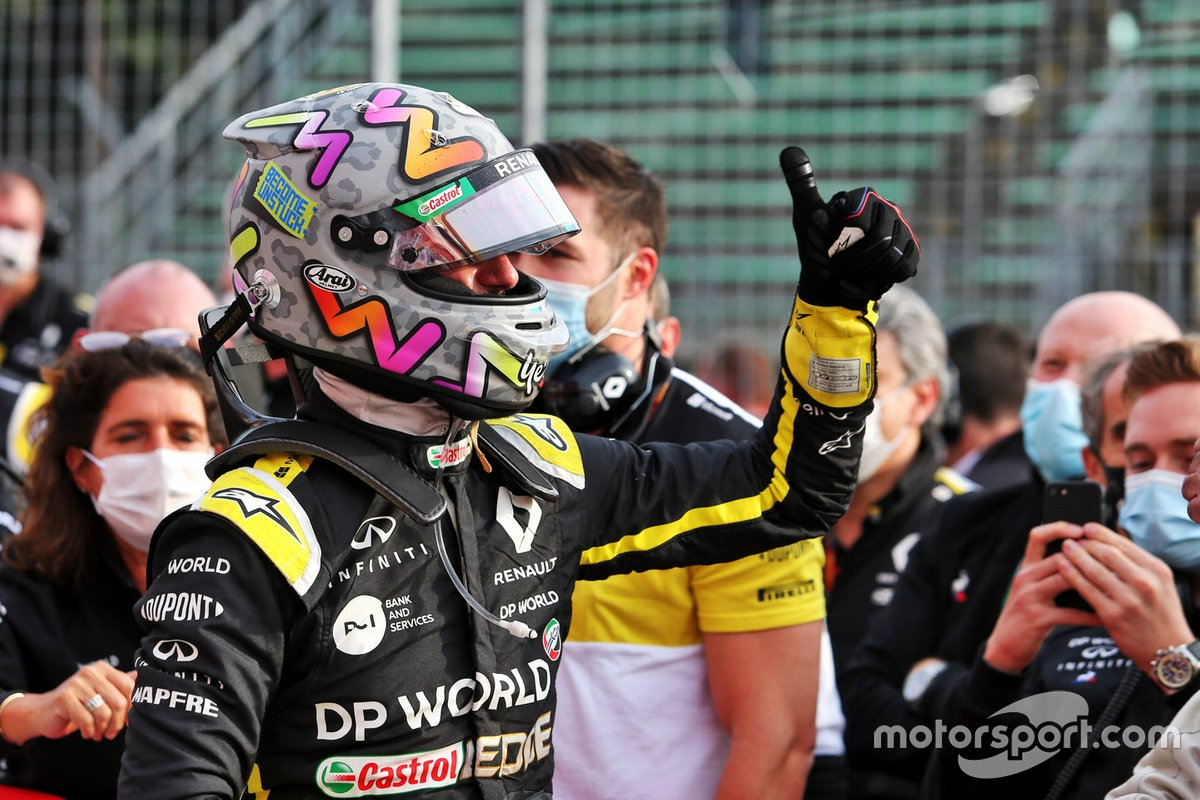 Tercer lugar Daniel Ricciardo, Renault F1 Team celebra en parc ferme