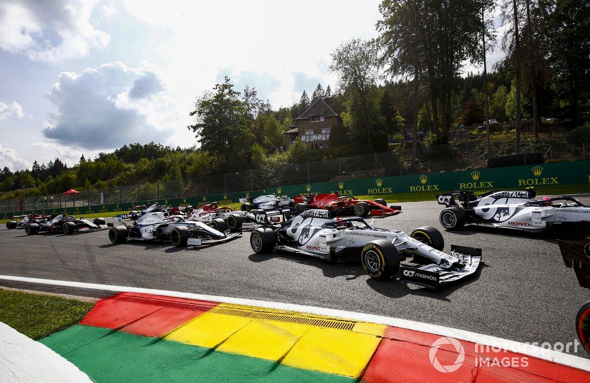 Daniil Kvyat, AlphaTauri AT01, Sebastian Vettel, Ferrari SF1000 y George Russell, Williams FW43