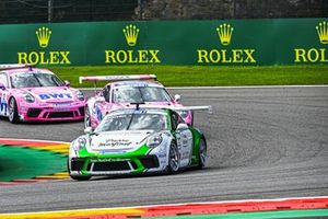 Ayhancan Guven, martinet by Almeras, leads Jaxon Evans, BWT Lechner Racing, and Dylan Pereira, BWT Lechner Racing