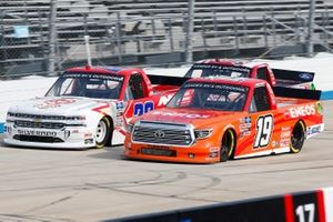 Derek Kraus, McAnally Hilgemann Racing, Toyota Tundra ENEOS, Austin Wayne Self, AM Racing, Chevrolet Silverado GOTEXAN/AM Technical Solutions