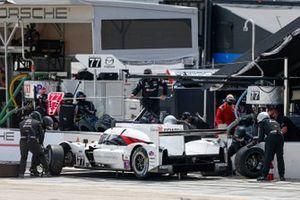 Arrêt au stand #77 Mazda Team Joest Mazda DPi, DPi: Oliver Jarvis, Tristan Nunez, Olivier Pla