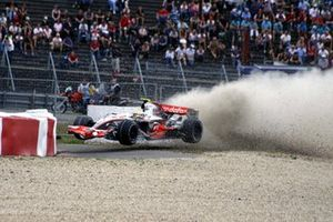 Lewis Hamilton, McLaren Mercedes MP4-22 crashes heavily