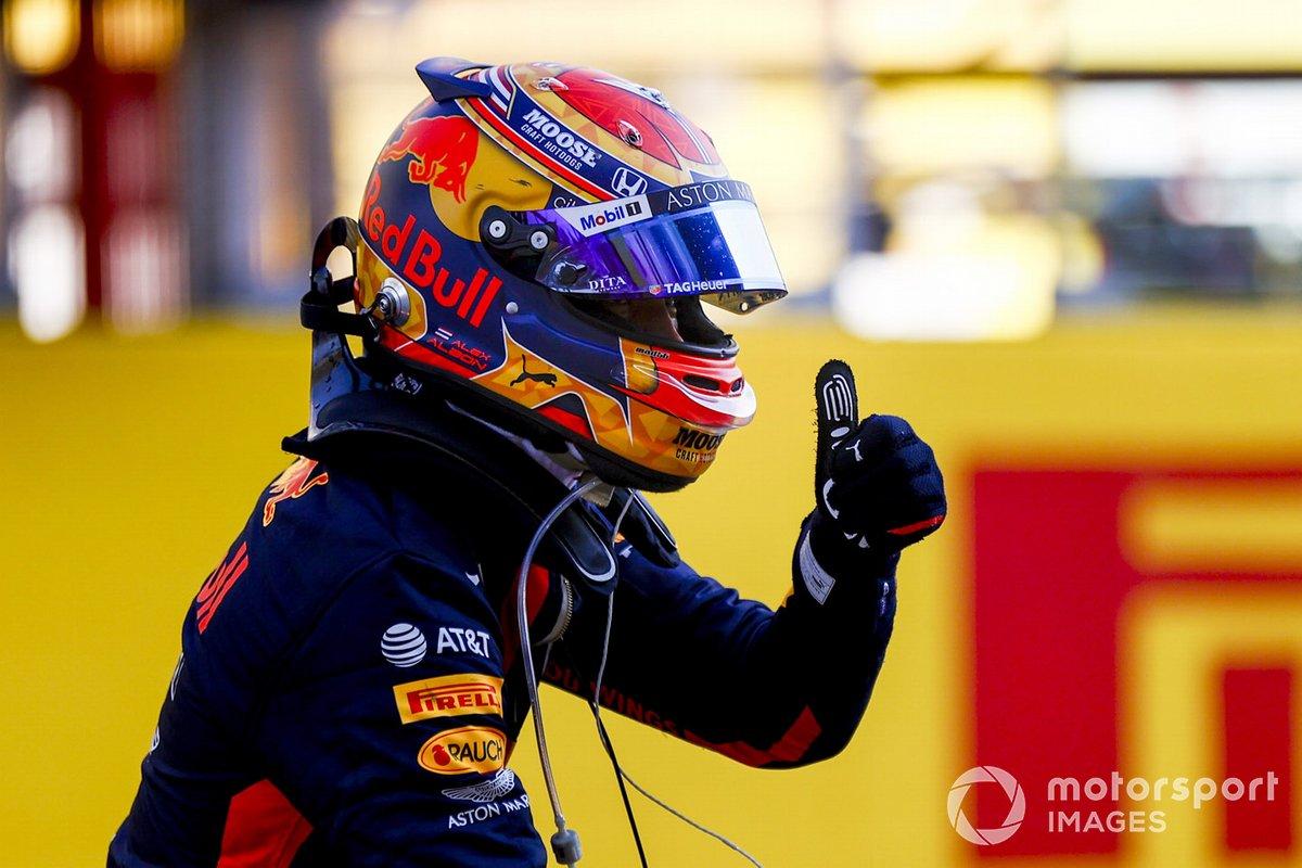 Tercer lugar Alex Albon, Red Bull Racing celebra en Parc Ferme