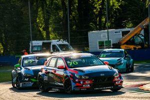 Mat'o Homola, BRC Racing Team, Hyundai i30 N TCR, davanti a John Filippi, Target Competition, Hyundai i30 N TCR e Felice Jelmini, PMA Motorsport, Hyundai i30 N TCR