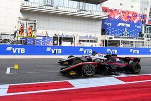 Luca Ghiotto, Hitech Grand Prix and Callum Ilott, UNI-Virtuosi cross the finish line