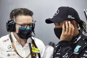 Andrew Shovlin, Chief Race Engineer, Mercedes AMG, with Lewis Hamilton, Mercedes-AMG F1