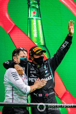 Peter Bonnington, Race Engineer, Mercedes AMG, and Lewis Hamilton, Mercedes-AMG F1, 1st position, celebrate on the podium