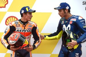 Il poleman Marc Marquez, Repsol Honda Team, il terzo qualificato Valentino Rossi, Yamaha Factory Racing