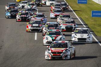 Start action, Aurélien Comte, DG Sport Competition Peugeot 308TCR leads