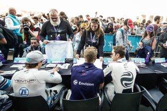 Felipe Massa, Venturi Formula E, Sam Bird, Envision Virgin Racing, Robin Frijns, Envision Virgin Racing, sign autographs
