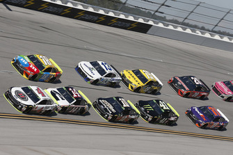 Kevin Harvick, Stewart-Haas Racing, Ford Fusion Jimmy John's Kyle Busch, Joe Gibbs Racing, Toyota Camry M&M's