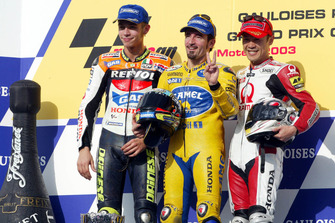 Podium: race winner Max Biaggi, Honda, second place Valentino Rossi, Honda, and third place Makoto Tamada, Honda