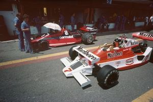 James Hunt, McLaren M26 Ford