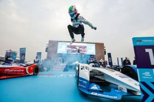 Antonio Felix da Costa, BMW I Andretti Motorsports saute de sa voiture pour fêter sa victoire