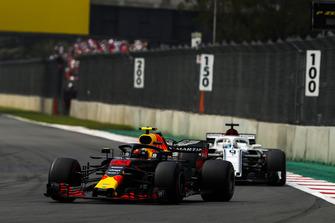 Max Verstappen, Red Bull Racing RB14, leads Marcus Ericsson, Sauber C37