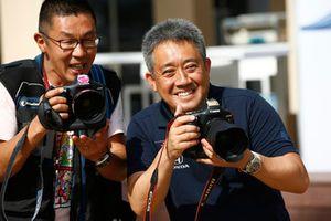 Masashi Yamamoto, General Manager, Honda Motorsport, has some fun with a photographer