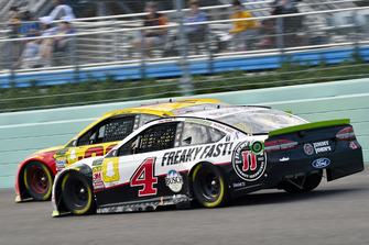 Joey Logano, Team Penske, Ford Fusion Shell Pennzoil, Kevin Harvick, Stewart-Haas Racing, Ford Fusion Jimmy John's