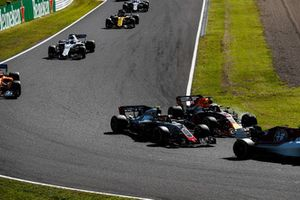 Kevin Magnussen, Haas F1 Team VF-18, battles with Daniel Ricciardo, Red Bull Racing RB14, ahead of Fernando Alonso, McLaren MCL33, and Lance Stroll, Williams FW41