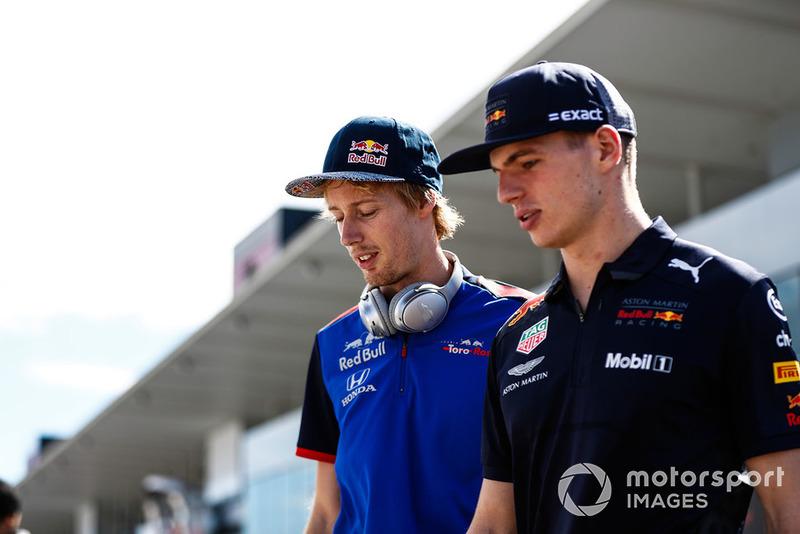 Brendon Hartley, Scuderia Toro Rosso, con Max Verstappen, Red Bull Racing