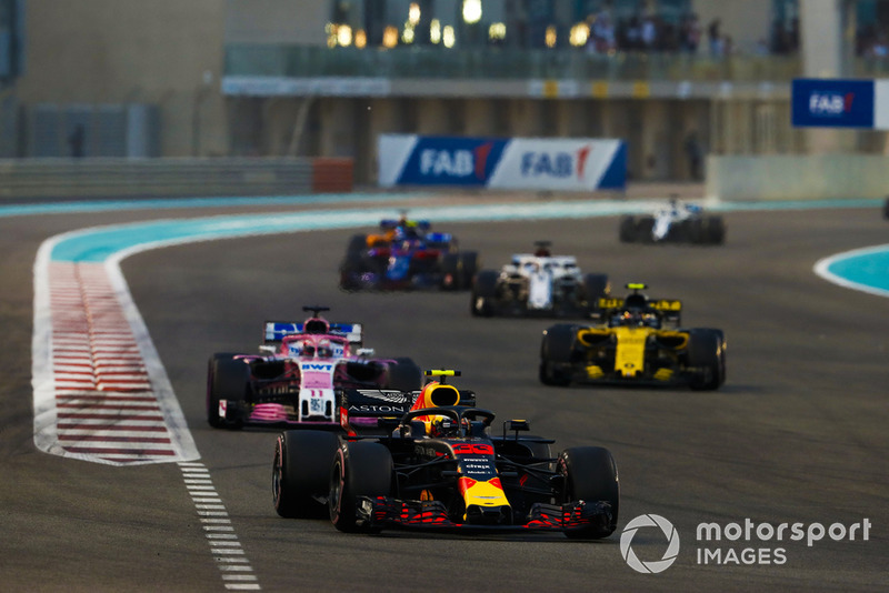 Max Verstappen, Red Bull Racing RB14, Sergio Perez, Racing Point Force India VJM11, y Carlos Sainz Jr., Renault Sport F1 Team R.S. 18