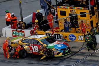 Kyle Busch, Joe Gibbs Racing, Toyota Camry M&M's, pit stop