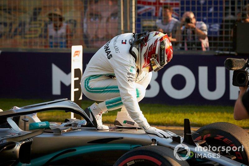 Lewis Hamilton, Mercedes AMG F1, festeggia la pole dopo le qualifiche