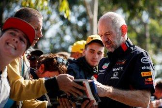 Adrian Newey, Director Técnico, Red Bull Racing firma autógrafos para los fanáticos