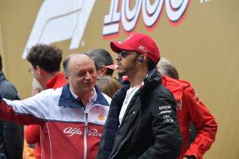 Frederic Vasseur, Team Principal, Alfa Romeo Racing, and Lewis Hamilton, Mercedes AMG F1