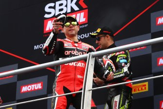 Alvaro Bautista, Aruba.it Racing-Ducati Team throws kneeslider into crowd