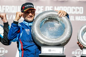 Podium: Race winner Gabriele Tarquini, BRC Hyundai N Squadra Corse Hyundai i30 N TCR