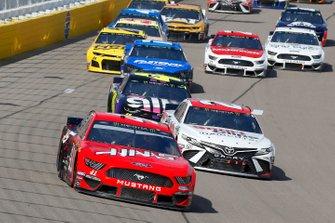 Daniel Suarez, Stewart-Haas Racing, Ford Mustang Haas Automation, Erik Jones, Joe Gibbs Racing, Toyota Camry SportClips
