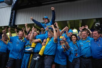 The Renault team hold aloft their new champion, Fernando Alonso