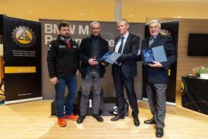 I rallisti Giusva Pagani e Paolo Pianca con l'onorevole Claudio Zali e Claudio Ballinari dell'ACS Ticino