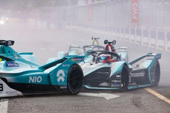 Mitch Evans, Panasonic Jaguar Racing, Jaguar I-Type 3, follows Tom Dillmann, NIO Formula E Team, NIO Sport 004, at the start