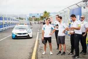 Alexander Sims, BMW I Andretti Motorsports, Antonio Felix da Costa, BMW I Andretti Motorsports, walk the track with team members as the BMW i8 Safety car approaches