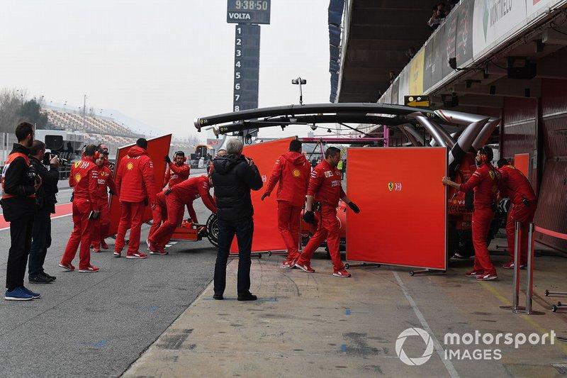 Sebastian Vettel, Ferrari SF90, regresa a pits