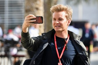 Nico Rosberg takes a selfie