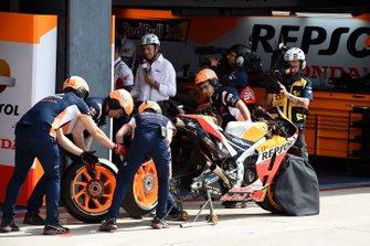 Marc Marquez, Repsol Honda Team, wheel change