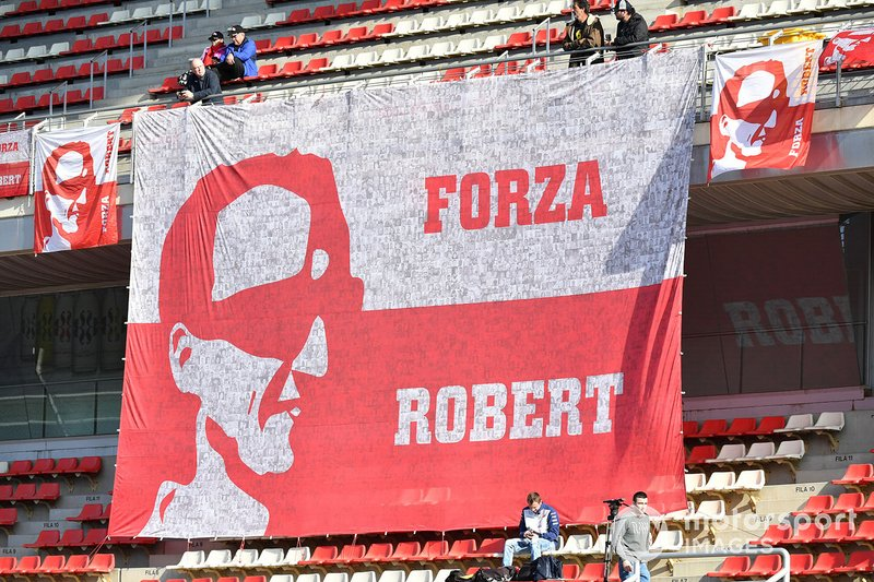 Giant banner for Robert Kubica, Williams Racing