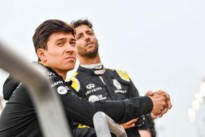 Jack Aitken, Renault F1 Team, and Daniel Ricciardo, Renault F1 Team