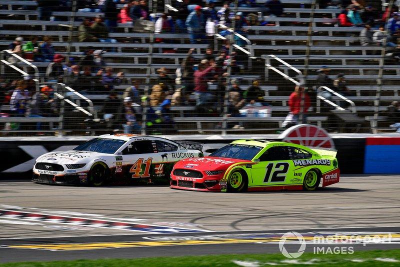 Daniel Suarez, Stewart-Haas Racing, Ford Mustang Ruckus, Ryan Blaney, Team Penske, Ford Mustang Menards/Cardell Cabinetry
